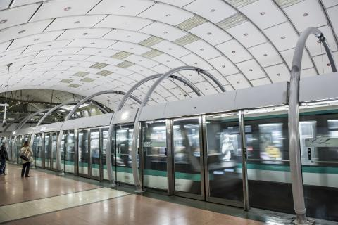 Fully automated, century-old metro lines